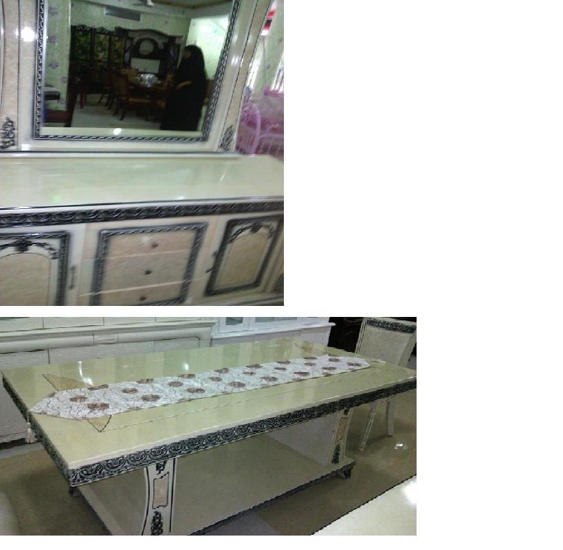 Salle à manger et son buffet avec miroir