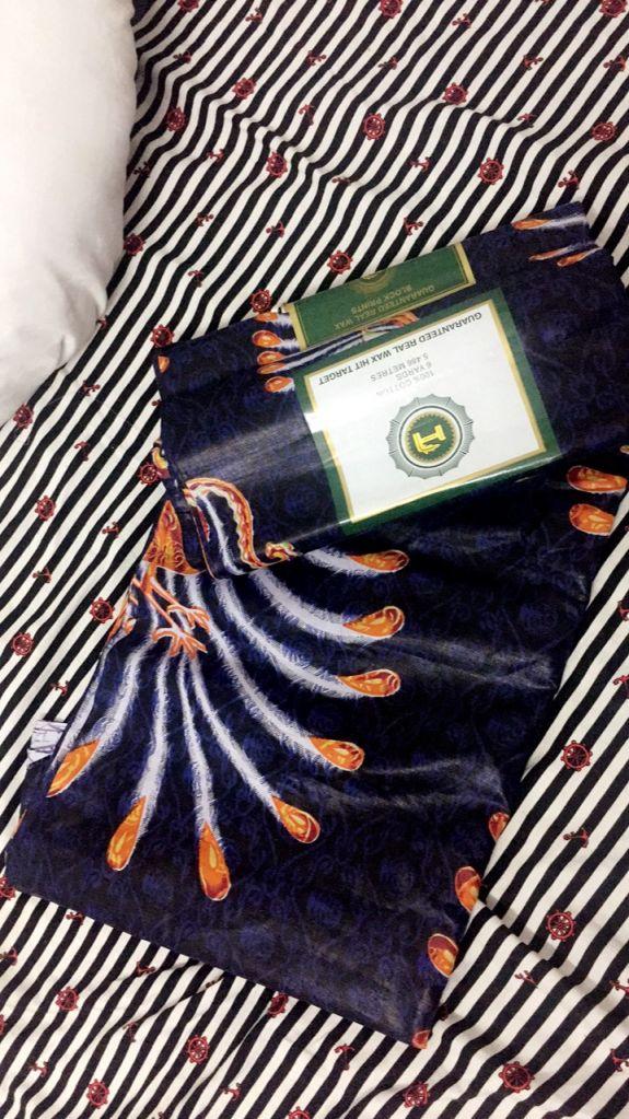 Vente d'un tissu africain