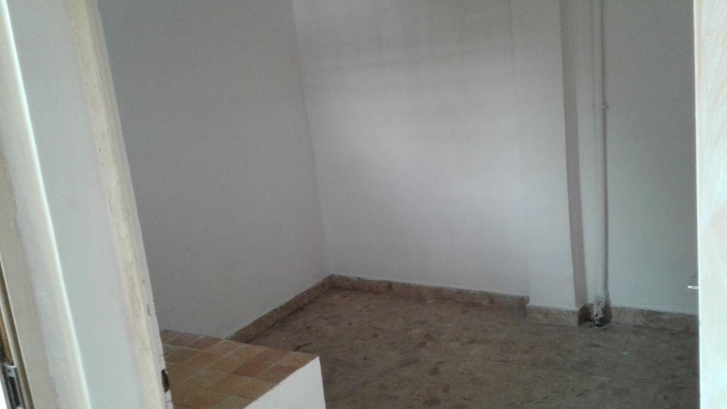 A louer Appartement de type F2 situé place Menélik