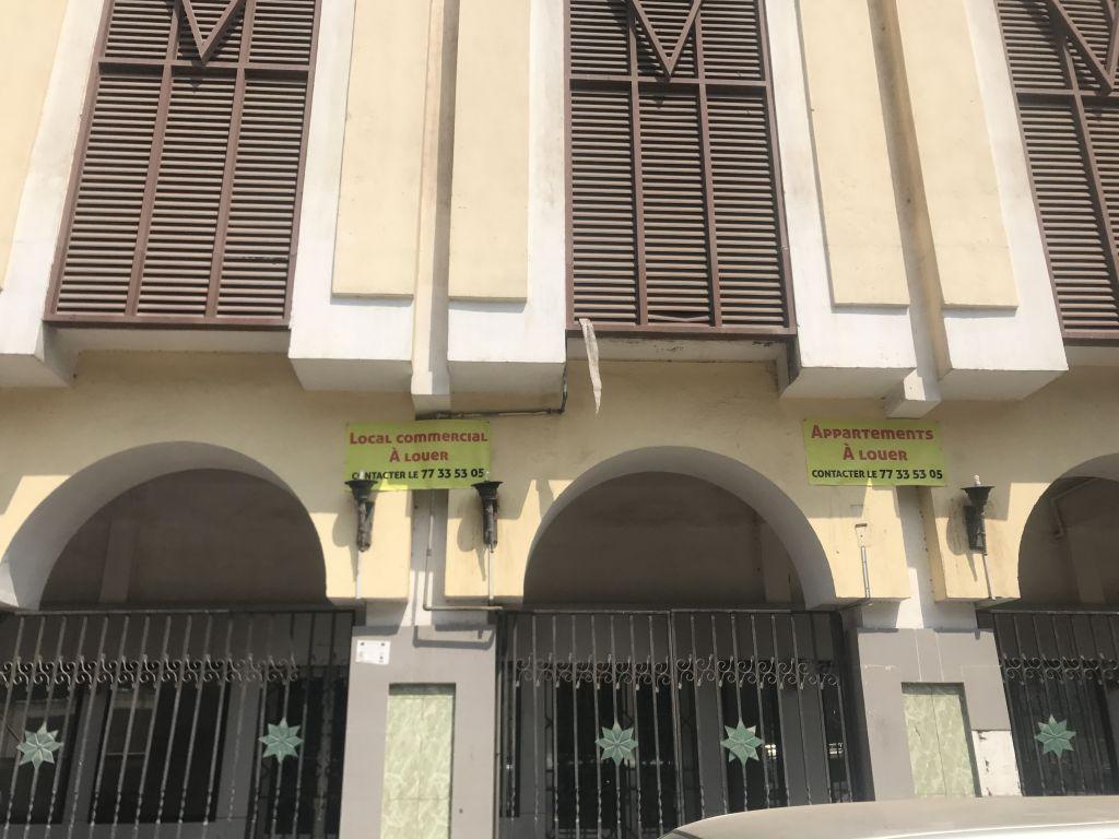 Local commercial ( ancien locataire La banque Saba) place du 27 juin