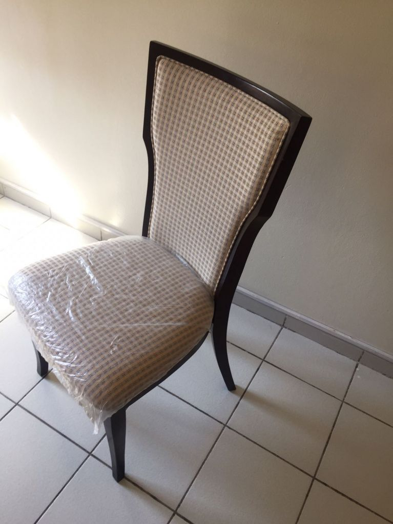 chaises haute qualit djibouti. Black Bedroom Furniture Sets. Home Design Ideas