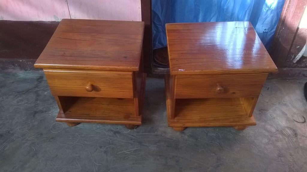 Deux tables de nuit