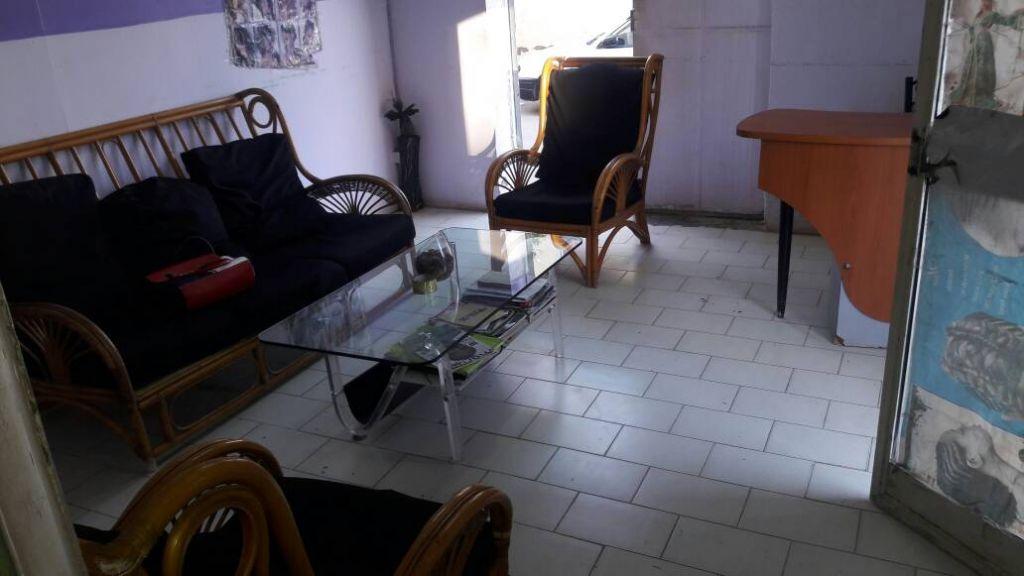 salon vendre djibouti. Black Bedroom Furniture Sets. Home Design Ideas