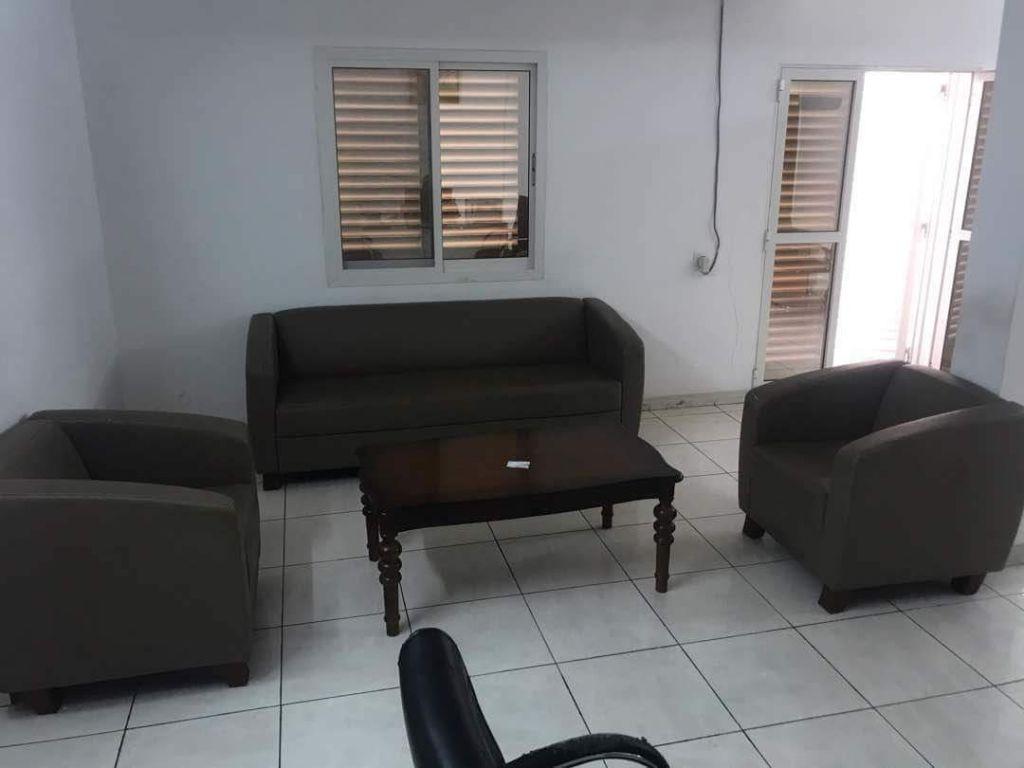 Mobilier de bureau salon sofa 3 pi ces djibouti for Mobilier salon professionnel