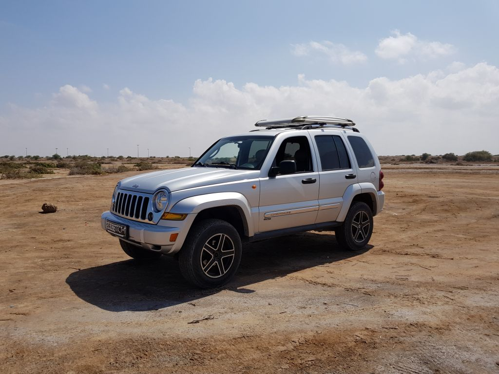 jeep cherokee kj 2 8 crd 163 cv diesel limited  u00e0 djibouti