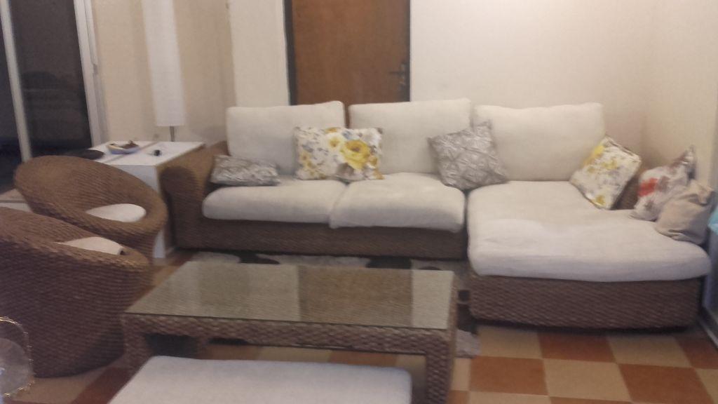 salon table basse tapis djibouti. Black Bedroom Furniture Sets. Home Design Ideas