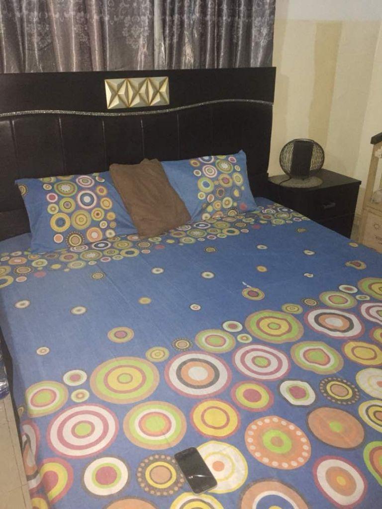 Chambre à coucher avec lit grande armoire à Djibouti